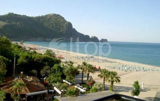 Hotel for sale in Alanya by the sea, with access to the sandy beach of Cleopatra