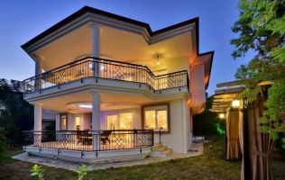 Luxury detached 4 bedroom villa just in 350 meter to the beach, Alanya