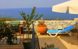 Cozy 4 + 1 villa with private garden and sea view, Kyrenia, North Cyprus