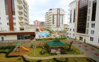 Two-level apartment 2 + 1 in a popular residential complex with its own beach, Avsallar.