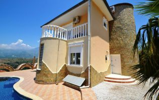 Excellent three-storey four-bedroom villa fully furnitured in Kargycak district/Alanya