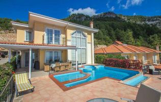 A single three-bedroom villa in Alanya
