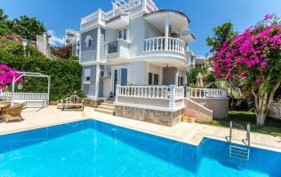 A beautiful private villa with a pool and magic panorama in Alanya