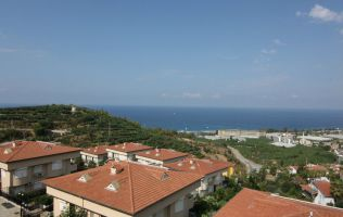 Three-bedroom apartment with a view of the sea in Alanya/Kargicak