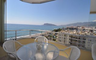 Two-bedroom apartment with a seaview in Tosmur