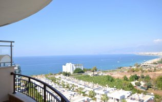 3-bedroom penthouse with a sea view in Alanya, elite residence in Kargicak