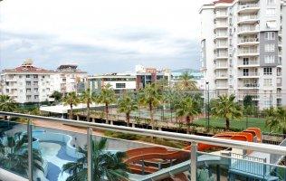 Большая квартира 4+1 в центре Аланьи в элитном комплексе
