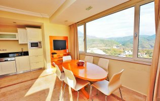 Three-bedroom apartment in Alanya, Goldcity deluxe residential hotel complex