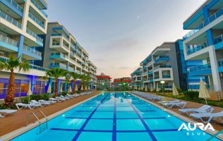 Apartments, townhouses and duplexes with garden 300 meters from the sea.
