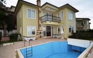 Two-storey villa 3 + 1 with a pool in Alanya, Kargicak