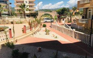 Бюджетный вариант двухкомнатной квартиры в комплексе с бассейном в Алании, Демирташ