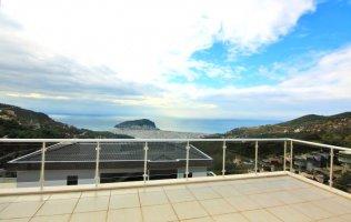 Элитная четырёхэтажная вилла с панорамным видом в центре Алании