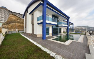 Villa with pool in Kargicak, Alanya