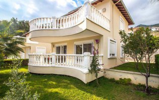 Villa a Alanya with stunning view of the famous Alanya fortress